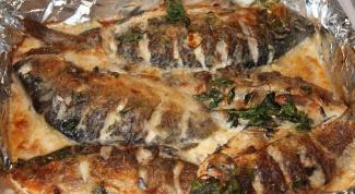 How to prepare fish in sour cream