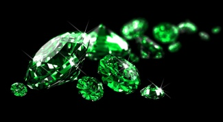 How to distinguish the real emerald