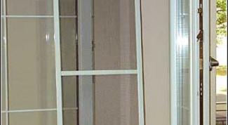 установить москитную сетку на пластиковое окно