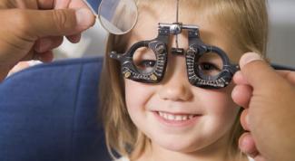 Как лечить косоглазие у детей