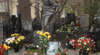 Как найти захоронение на кладбище