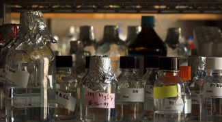 How to distinguish methanol from ethanol