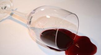 Как избавиться от пятнен от вина