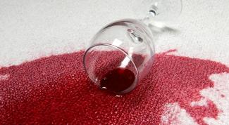 Как отстирать пятна от красного вина