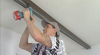 Как опустить потолок