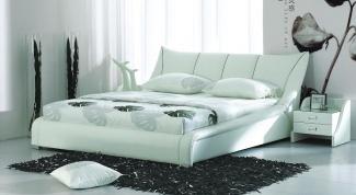 Как обить кровать