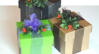 Как украсить подарочную коробку