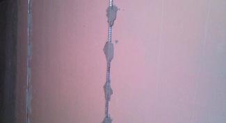 Как выставить маяки на стене