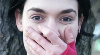 Как понять по жестам, что человек врет