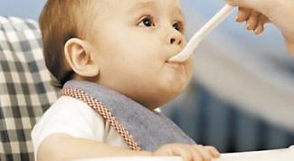 Как научить ребенка глотать