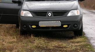 Как поменять лампочку фары Renault Logan