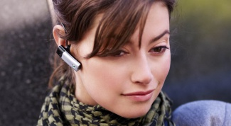 How to connect a headset to the phone Sony Ericsson