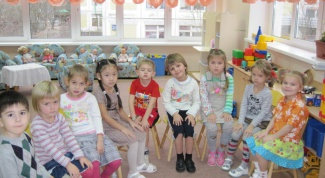 How to stand in a queue in a kindergarten in Kazan