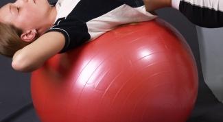 Как накачать гимнастический мяч