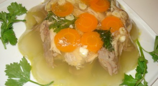 How to lighten the broth for aspic