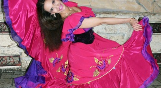 How to sew a Gypsy costume