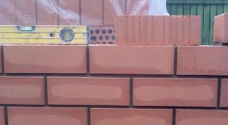 Как выложить стену из кирпича