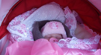 Как запеленать ребенка в одеяло