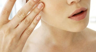 Как снять опухлость лица