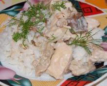 Как запечь куриные грудки с грибами и травами