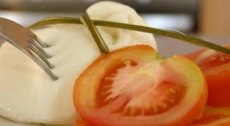 Как приготовить тосты из питы с моццареллой и соусом