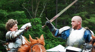Как держать меч