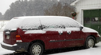 Как завести машину в мороз, если залиты свечи