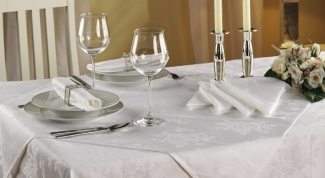 How to get the stain out of the tablecloth