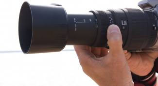 How to determine the year of manufacture of the lens