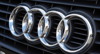 How do you set the timing belt on the Audi