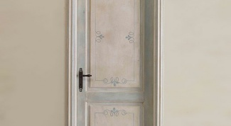 How to decorate an old door