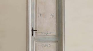 Как задекорировать старые двери