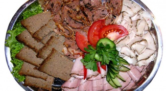 Как уложить мясную нарезку красиво