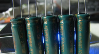 Как определить полярность электролитического конденсатора