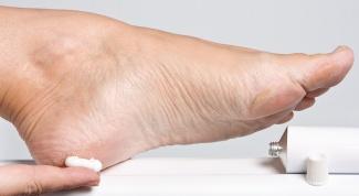 How to treat dry heels