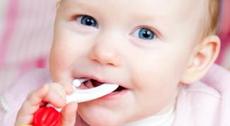 Как отучить ребенка тянуть все в рот
