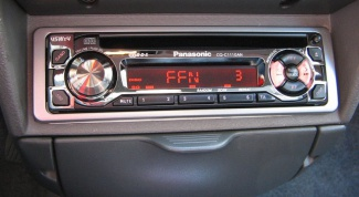 How to connect the amplifier from the radio