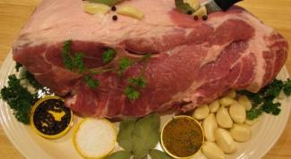 Как запечь свинину в духовке большим куском