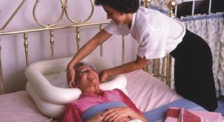 How to wash bedridden patients