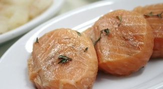 How to cook a salmon steak in foil