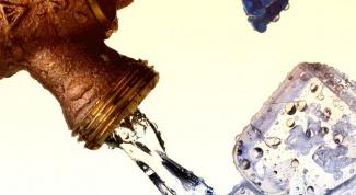 замораживать воду для питья
