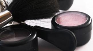 Как выбрать декоративную косметику