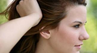 Как избавиться от жирных волос и перхоти