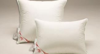 Как почистить пуховые подушки