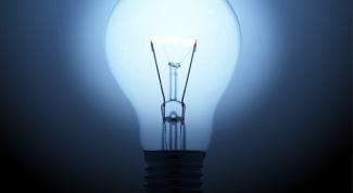Как вкрутить лампочку
