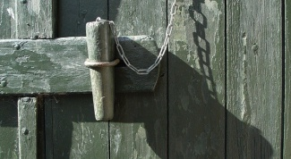 How to open a combination lock on the door