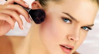 How to apply blush on the cheekbones