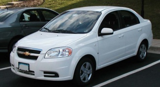 How to replace light bulbs in a Chevrolet Aveo