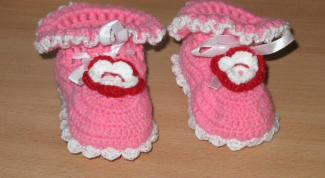 How to knit booties for a newborn