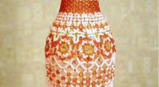 Как украсить бутылки бисером